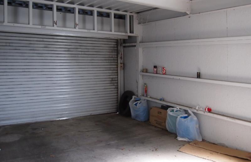 離れの1階はこちらのガレージ。ここも結構広いです。