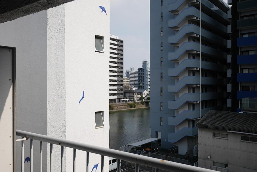 モチーフの鳥と、川のコラボ。気分高まる眺めです。