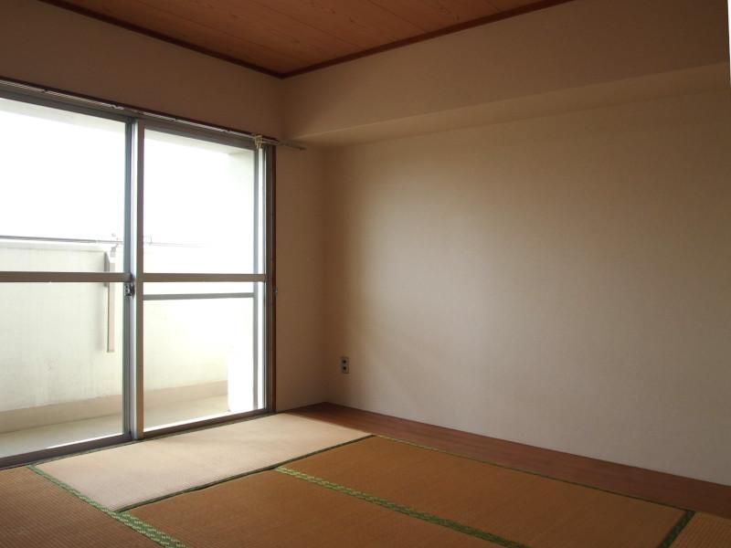 バルコニー側の2部屋は現状両方和室です。