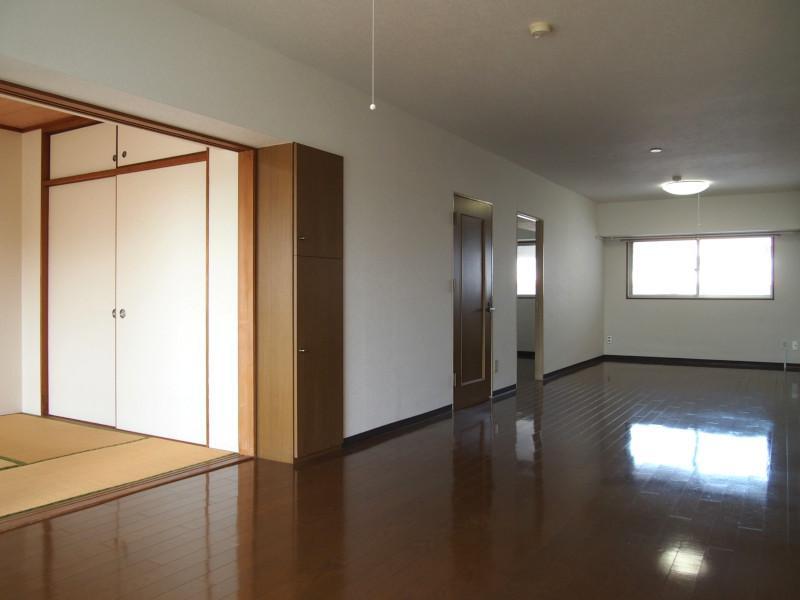 個人的にはリビングと和室2部屋をつなげて特大リビングにしたい!