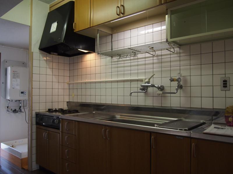キッチンはこの際入れ替えたいですね。