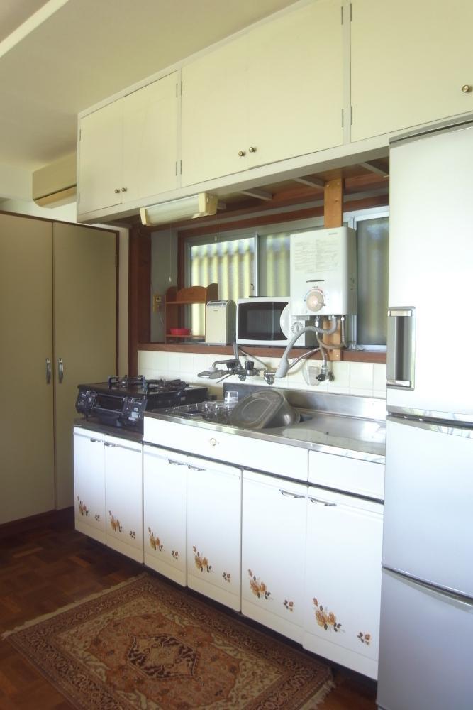 キッチンは古めですが、清潔に使われていた様子。