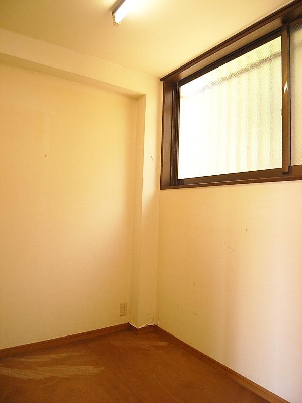 2階の和室横にある、お部屋というより物置