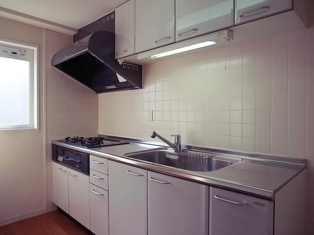 キッチン。都市ガスの3口コンロです。広い。