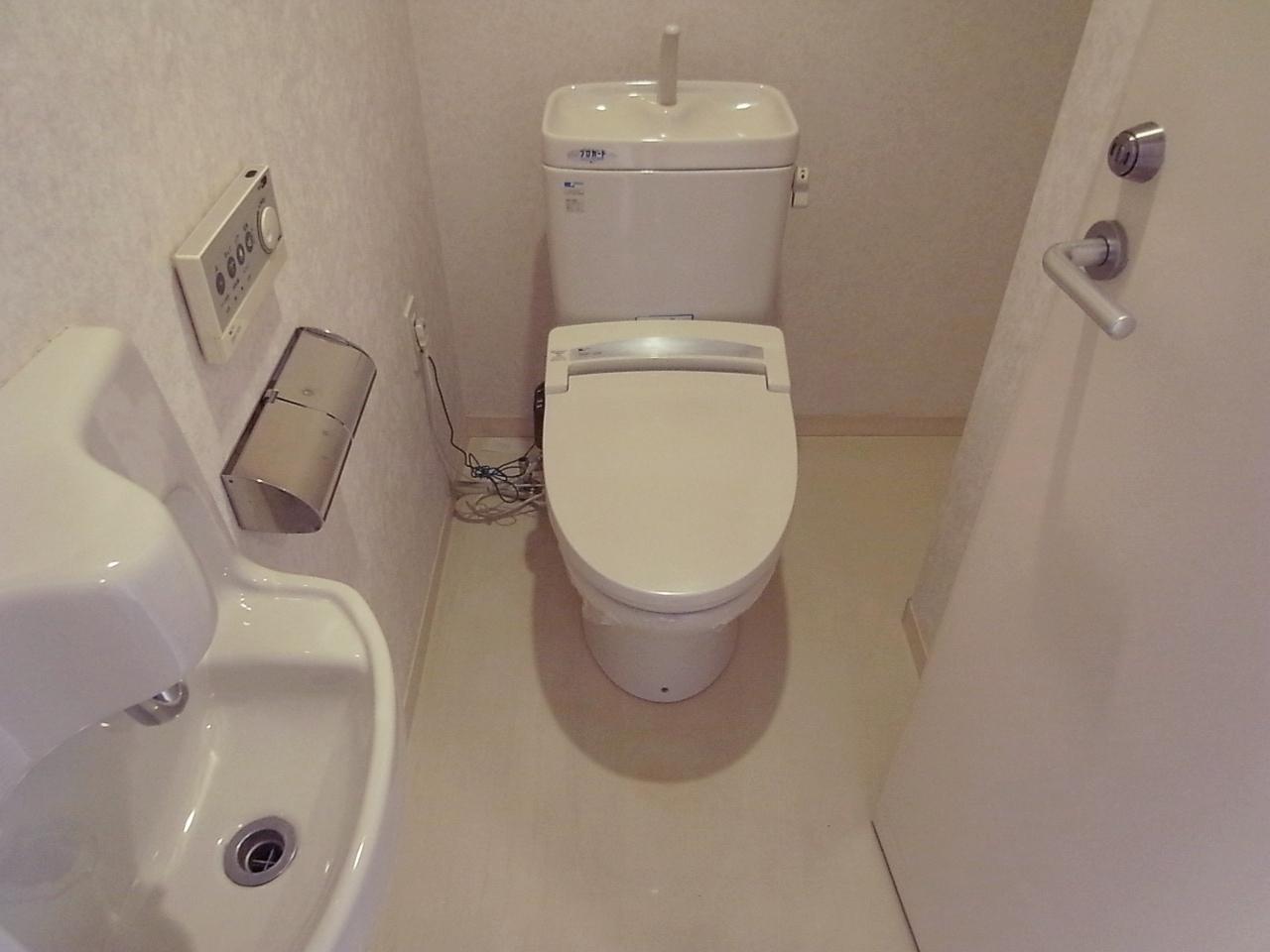 トイレもゆったり。手洗いもついてます。