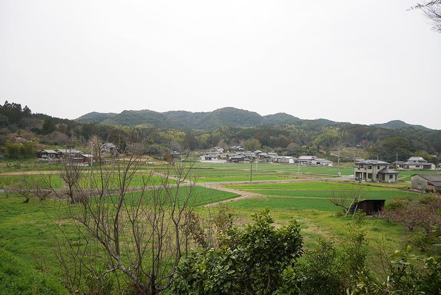 前面道路からの眺望。宗像は畑より田園が多いです。