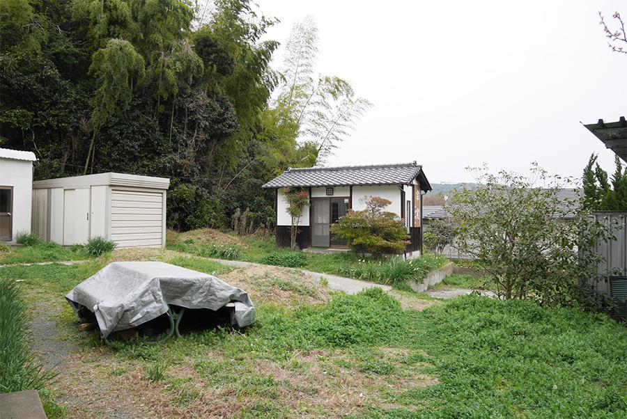 小さなお庭。きっとここが、休日の定位置に。
