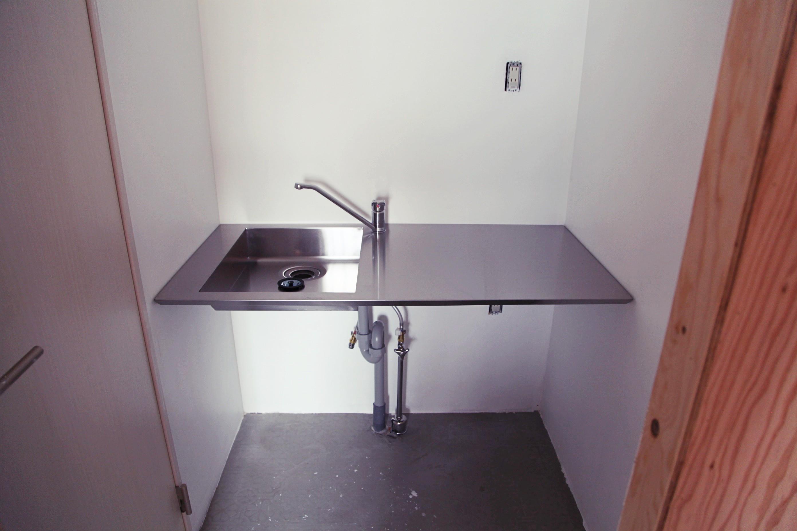 手洗いは各フロア共用で設置。
