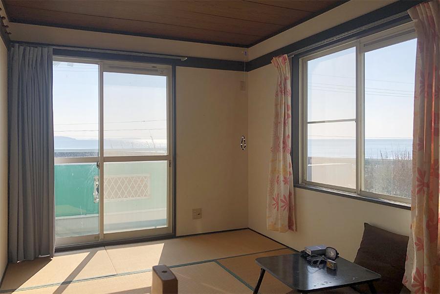 2階和室。西も北も、最高の海ビュー。