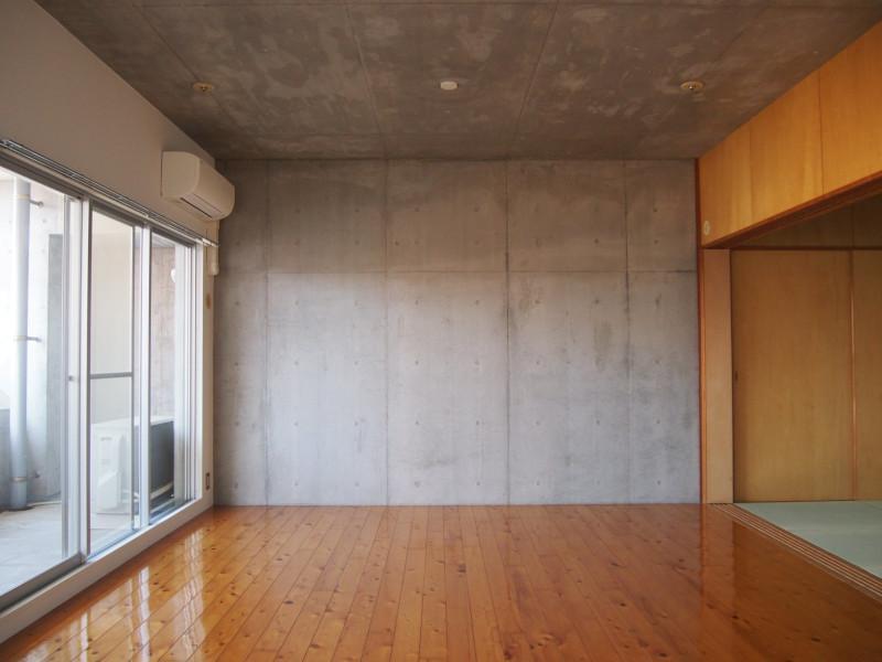 右手には和室もご用意。寺町へのリスペクトも感じます。