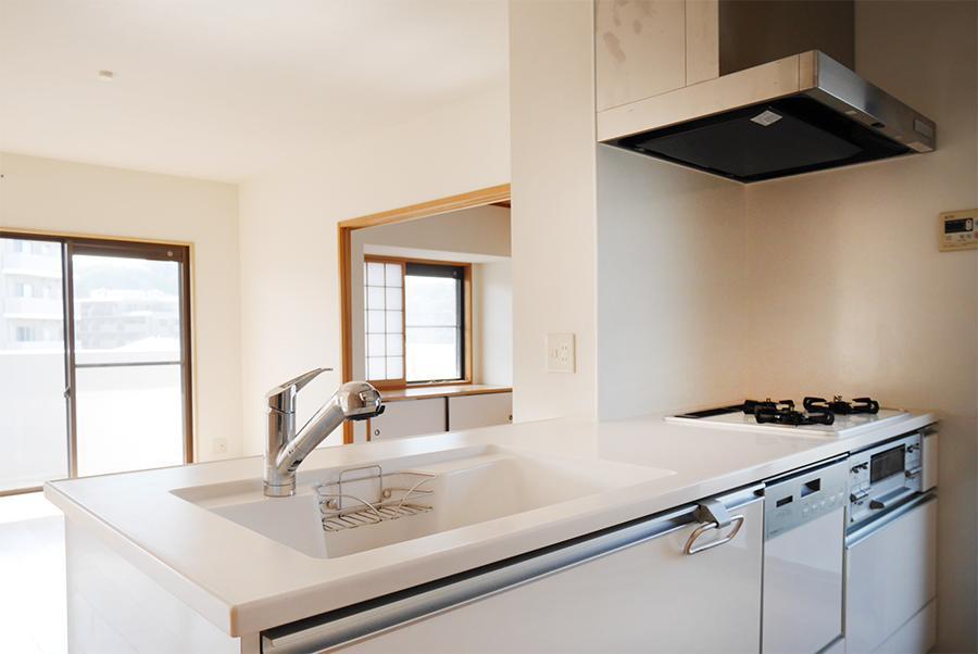 綺麗な対面キッチン。