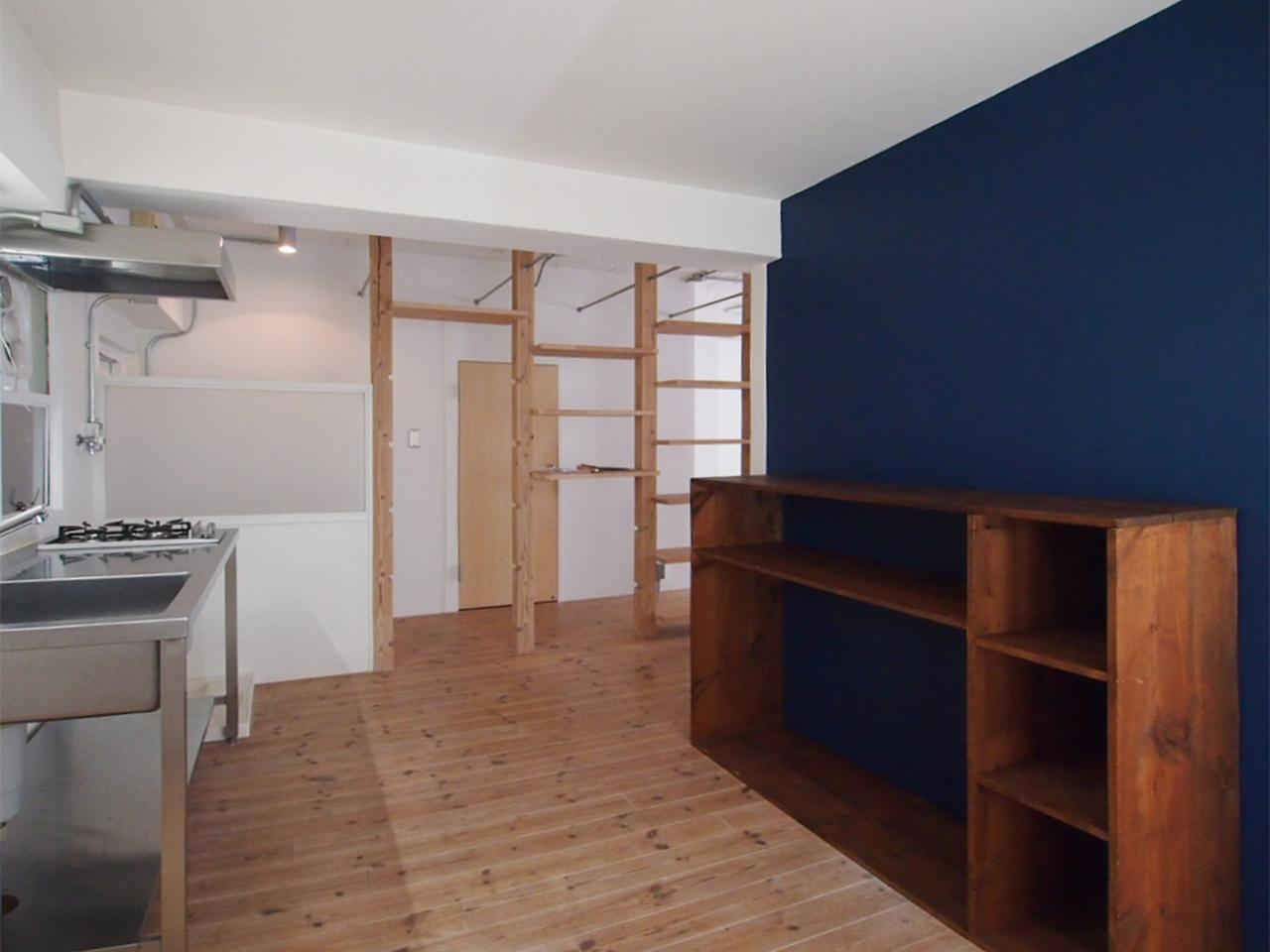 キッチンにある棚は前入居者さんが作ったものとか