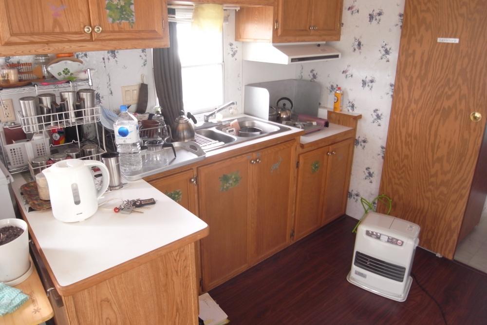 キッチンはコンパクトながら機能は十分です。