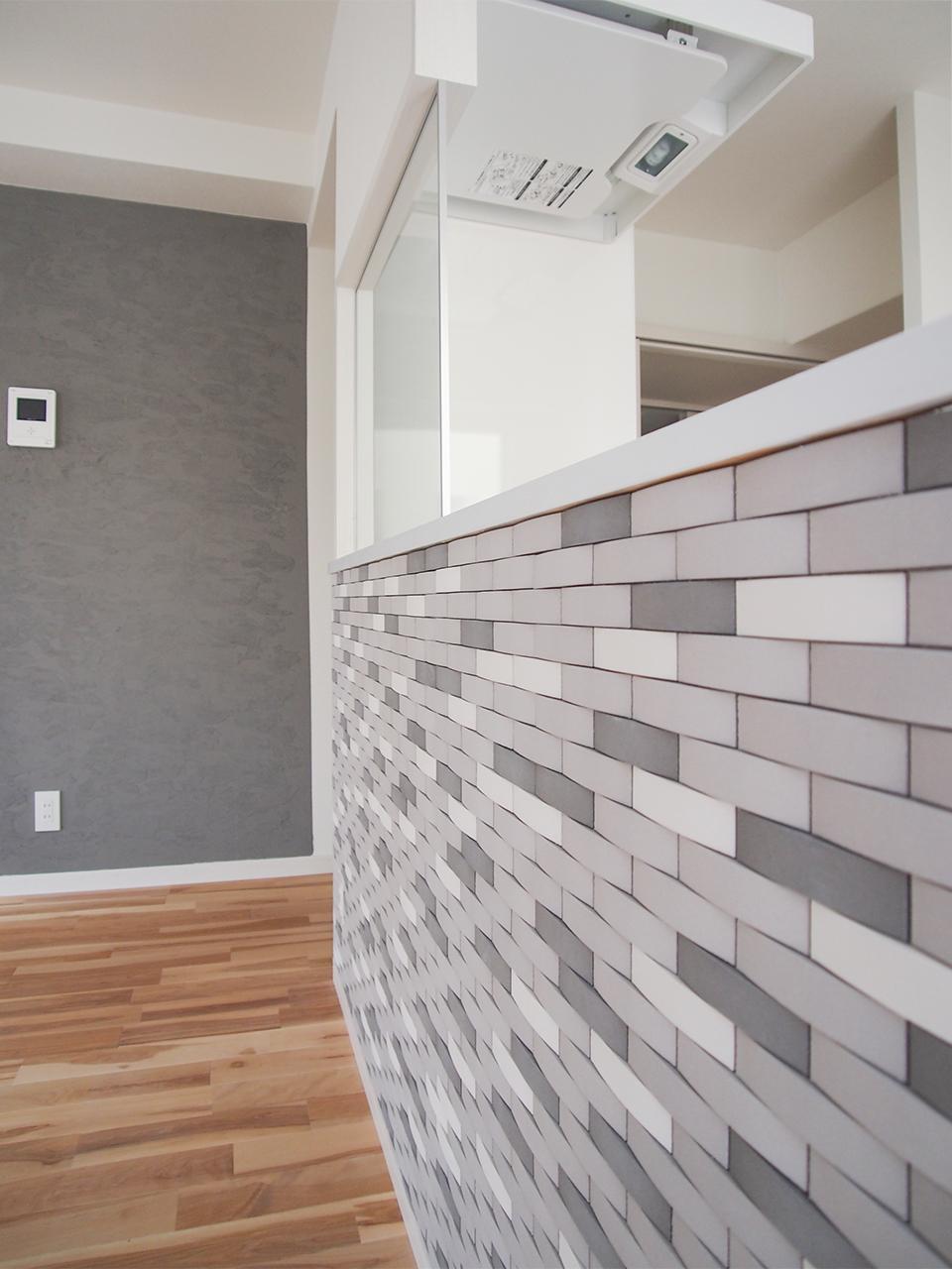 キッチンの壁もタイル