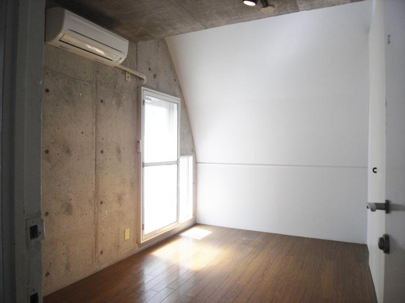 洋室の壁は斜めに