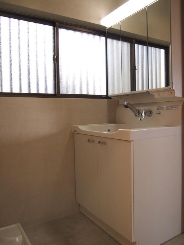 洗面所にも広めの窓