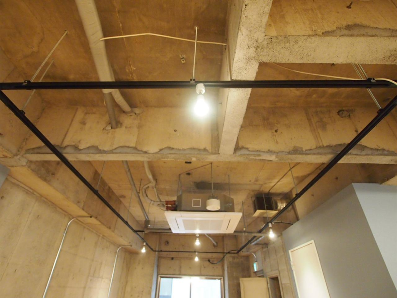 2階奥のスペースは天井抜いてます
