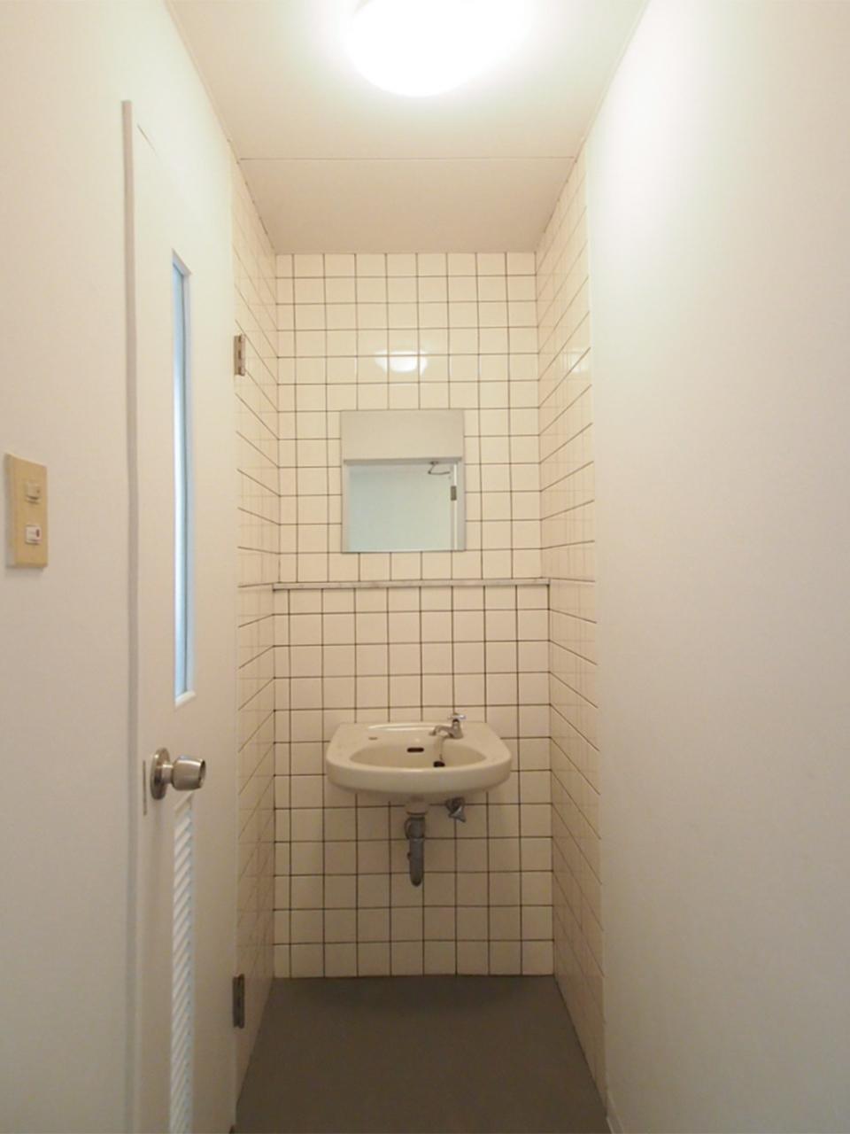 4階はレトロな洗面
