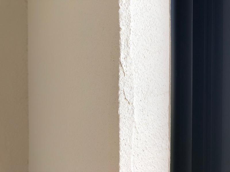珪藻土の質感と清々しい空気が部屋をつつんでます