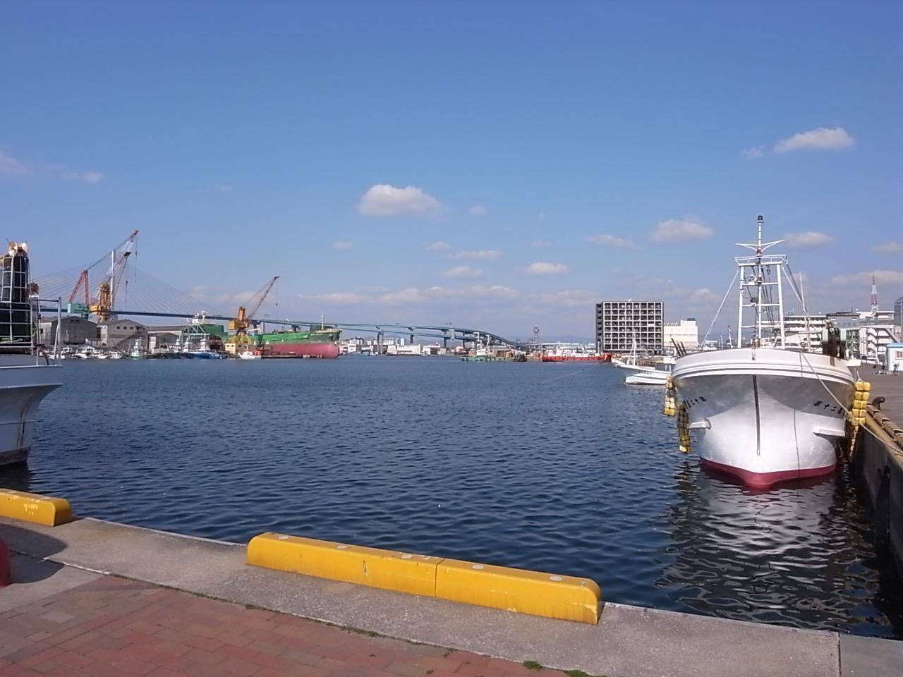少し歩けば港海がお出迎え