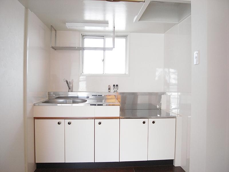 キッチンにも窓。気持ちも明るく料理ができそう