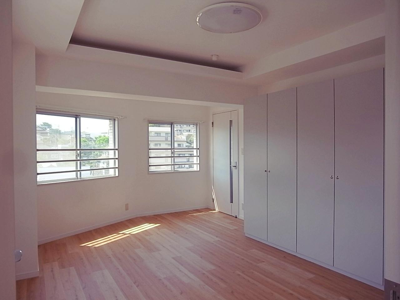 洋室も広くて、収納力も高いクローゼット。