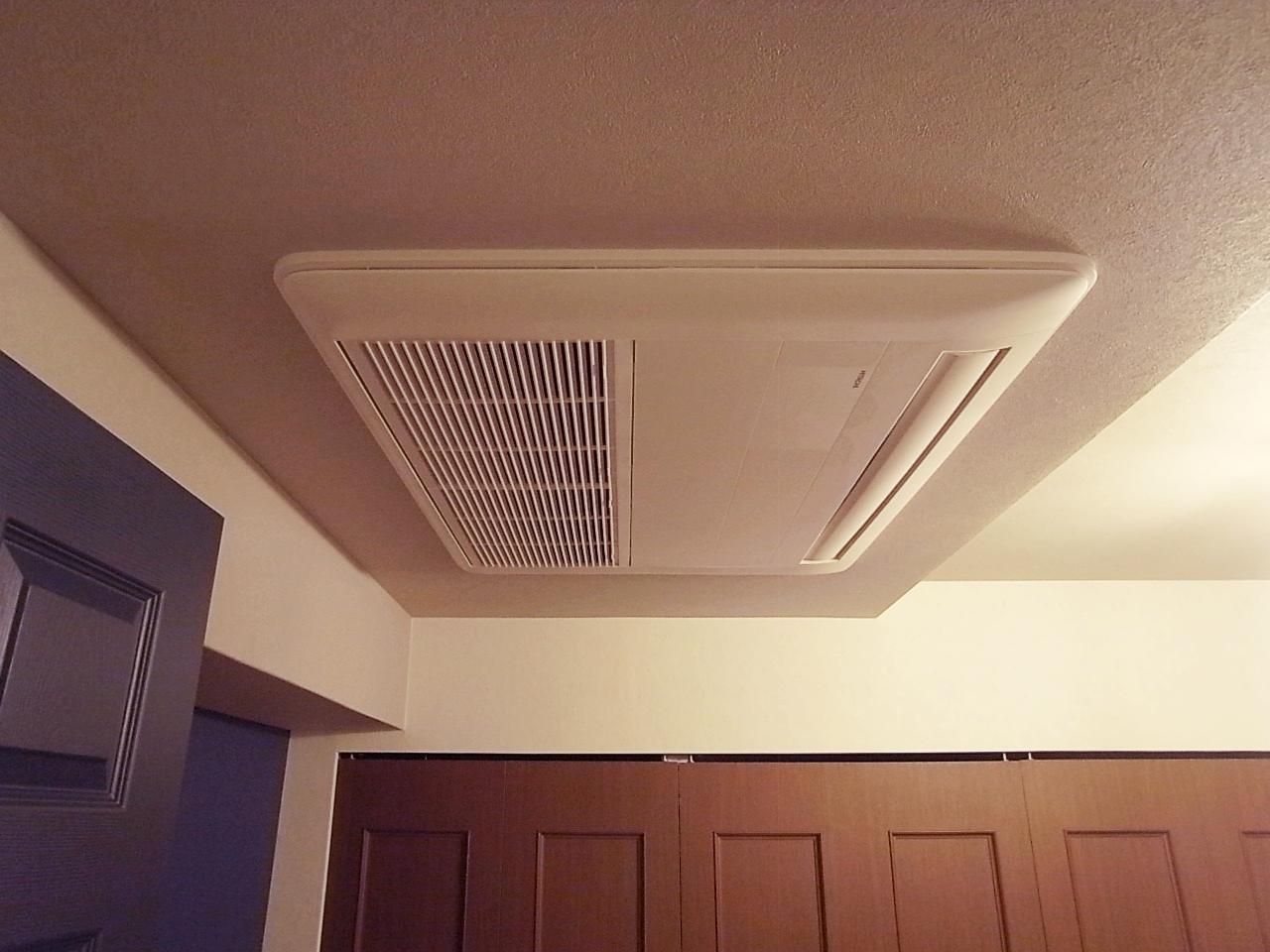 各洋室には設計士の粋な計らいで埋込型のエアコンを搭載。