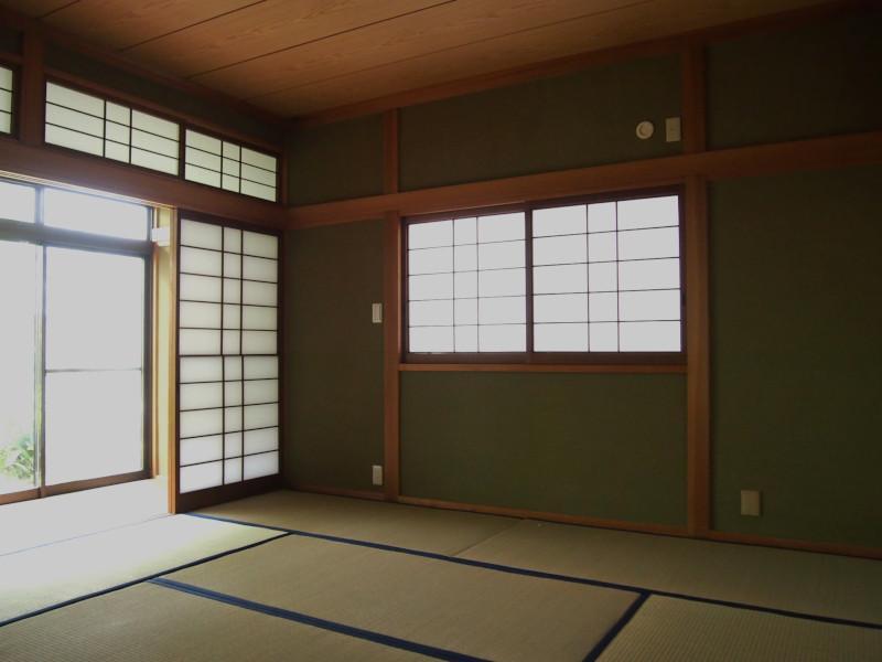 南側には和室もあり。
