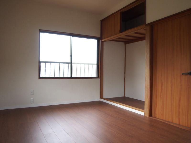 2階洋室は収納充実。もちろん眺望もGOODです。
