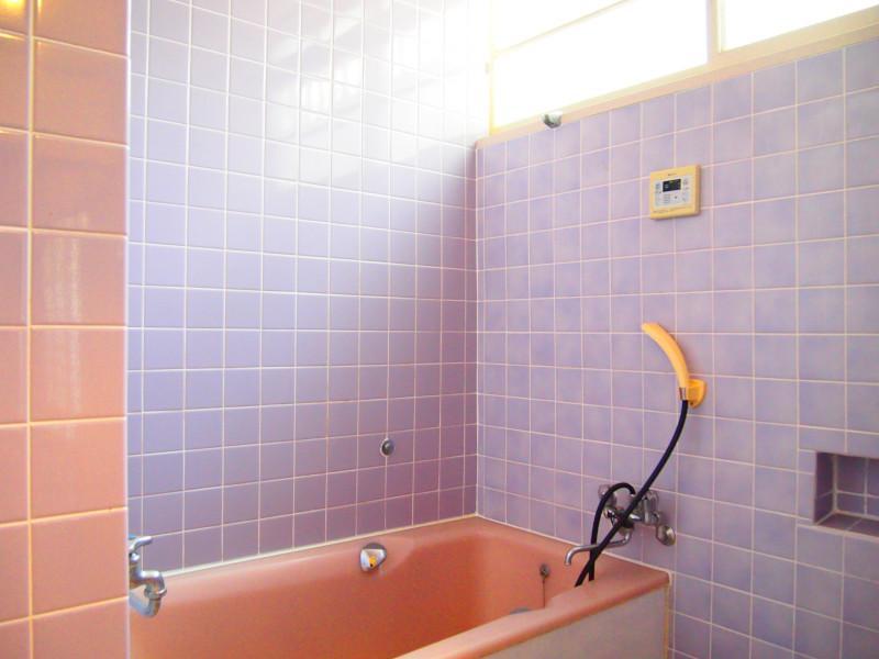 ちょっと銭湯みたいな印象の風呂場