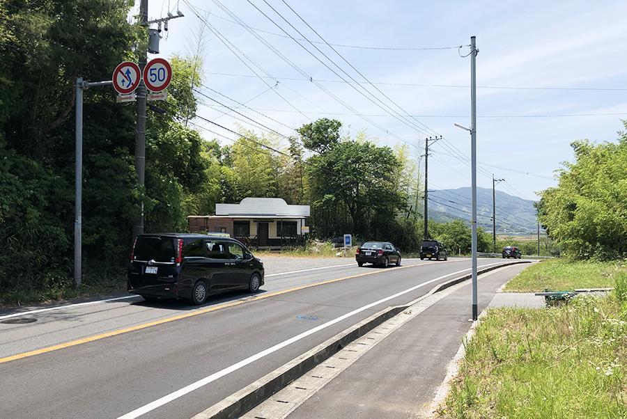 前面道路は、ご覧の交通量。