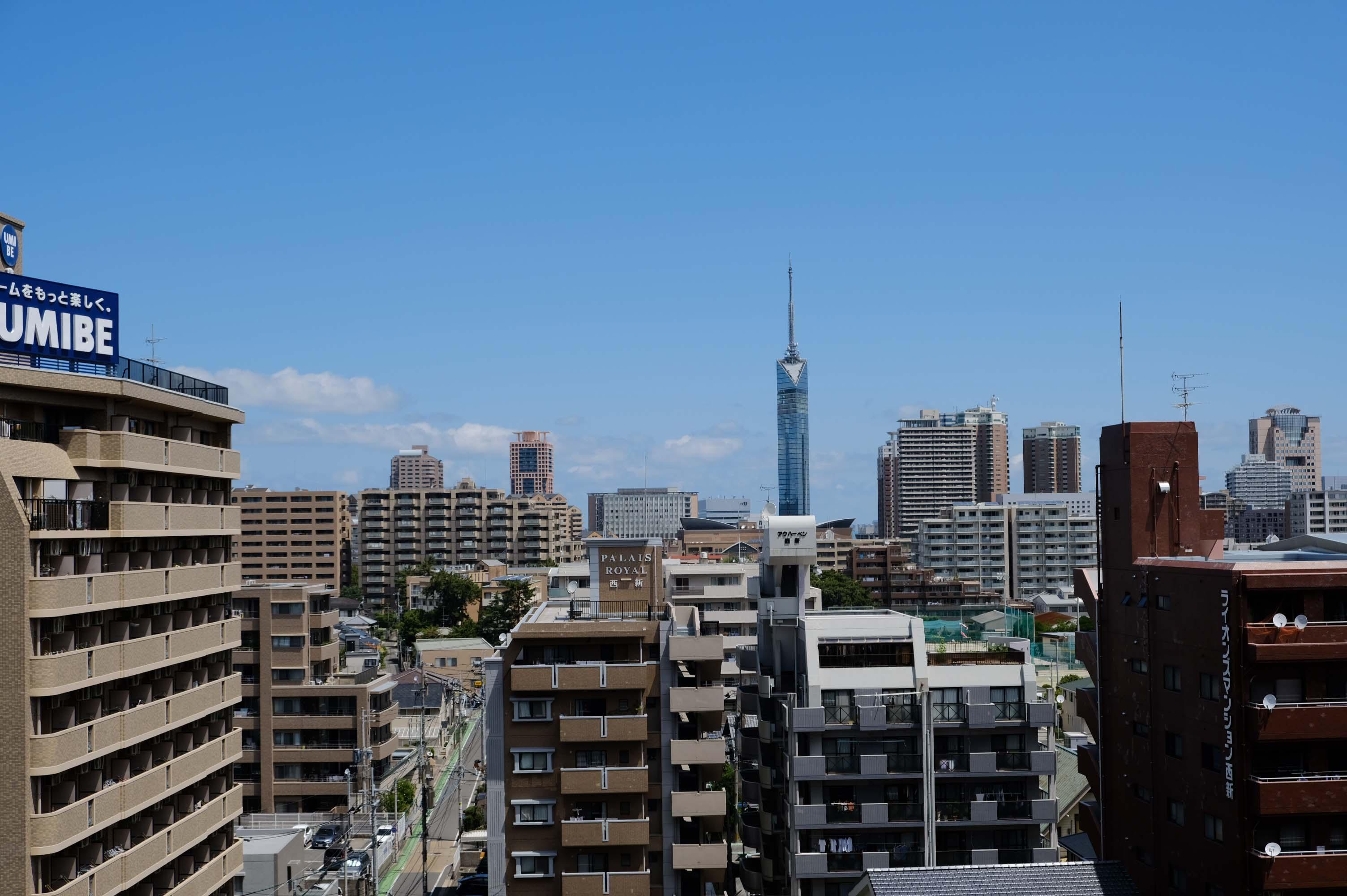 洋室の窓からは福岡タワー