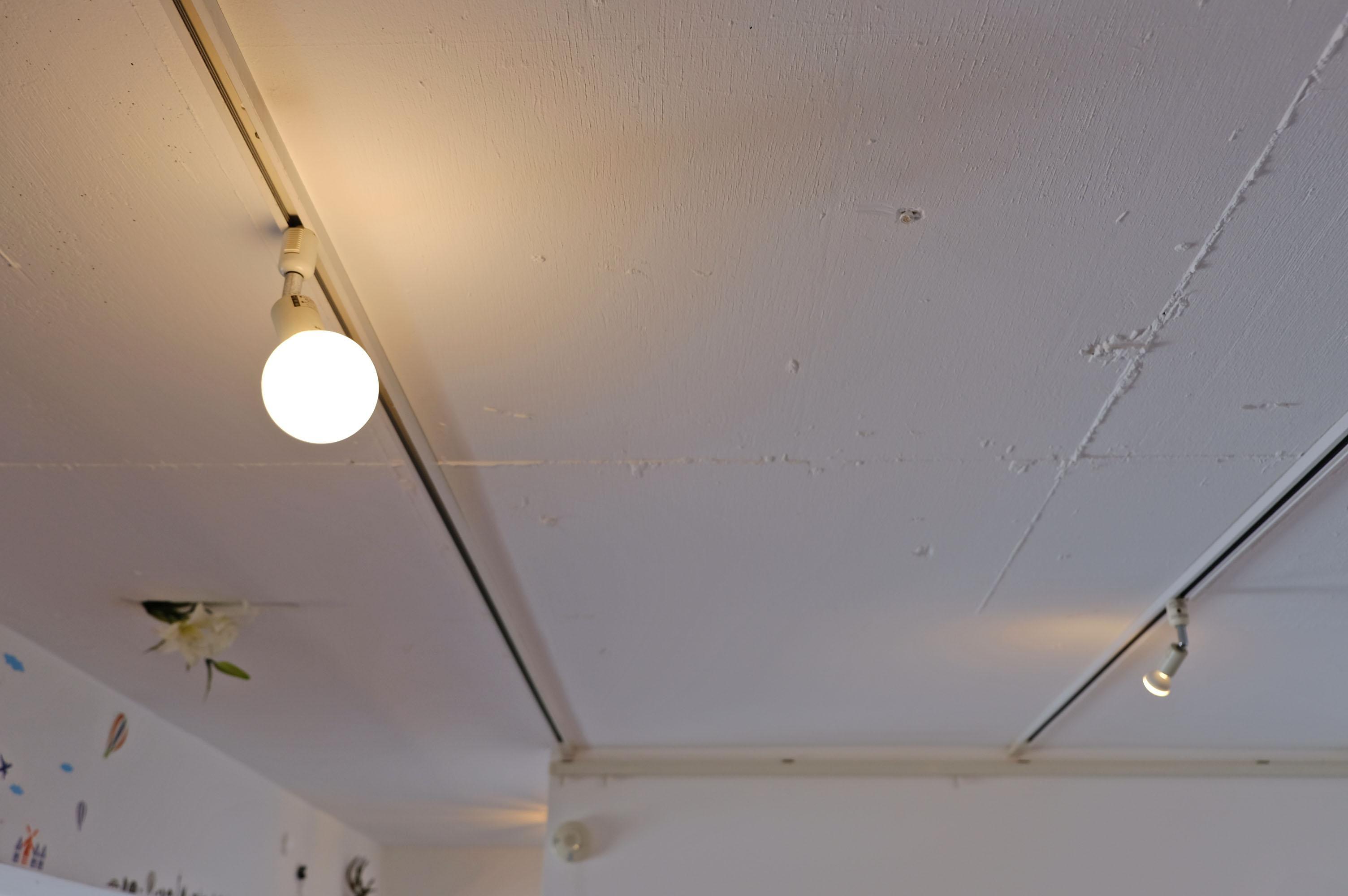 リビングは剥き出し天井