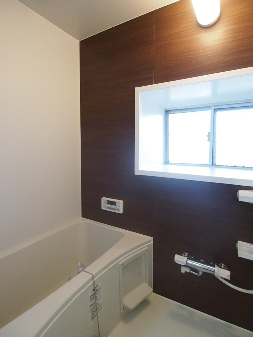 お風呂には小窓