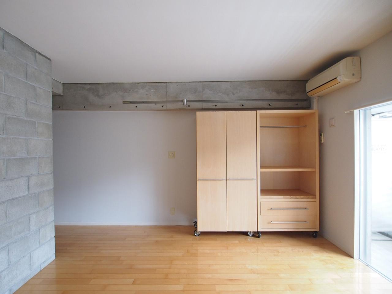 可動式収納棚で間取りを自由に調整