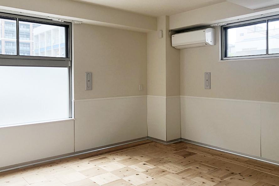 CLTの床材。雰囲気も良く、断熱効果が高いです。