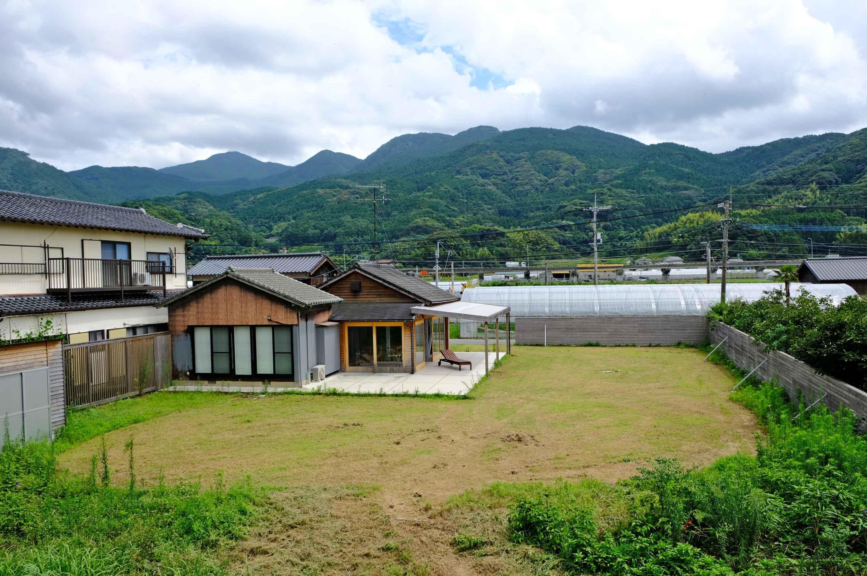 贅沢な敷地、山のロケーションもまた良し