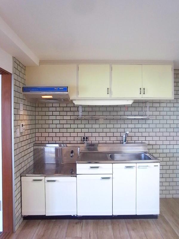 キッチン、壁面タイルかわいい