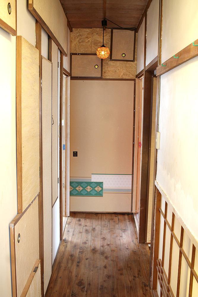 2Fの廊下は落ち着いている...けどやはり個性的。