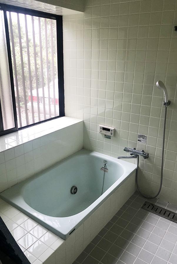 母屋浴室。