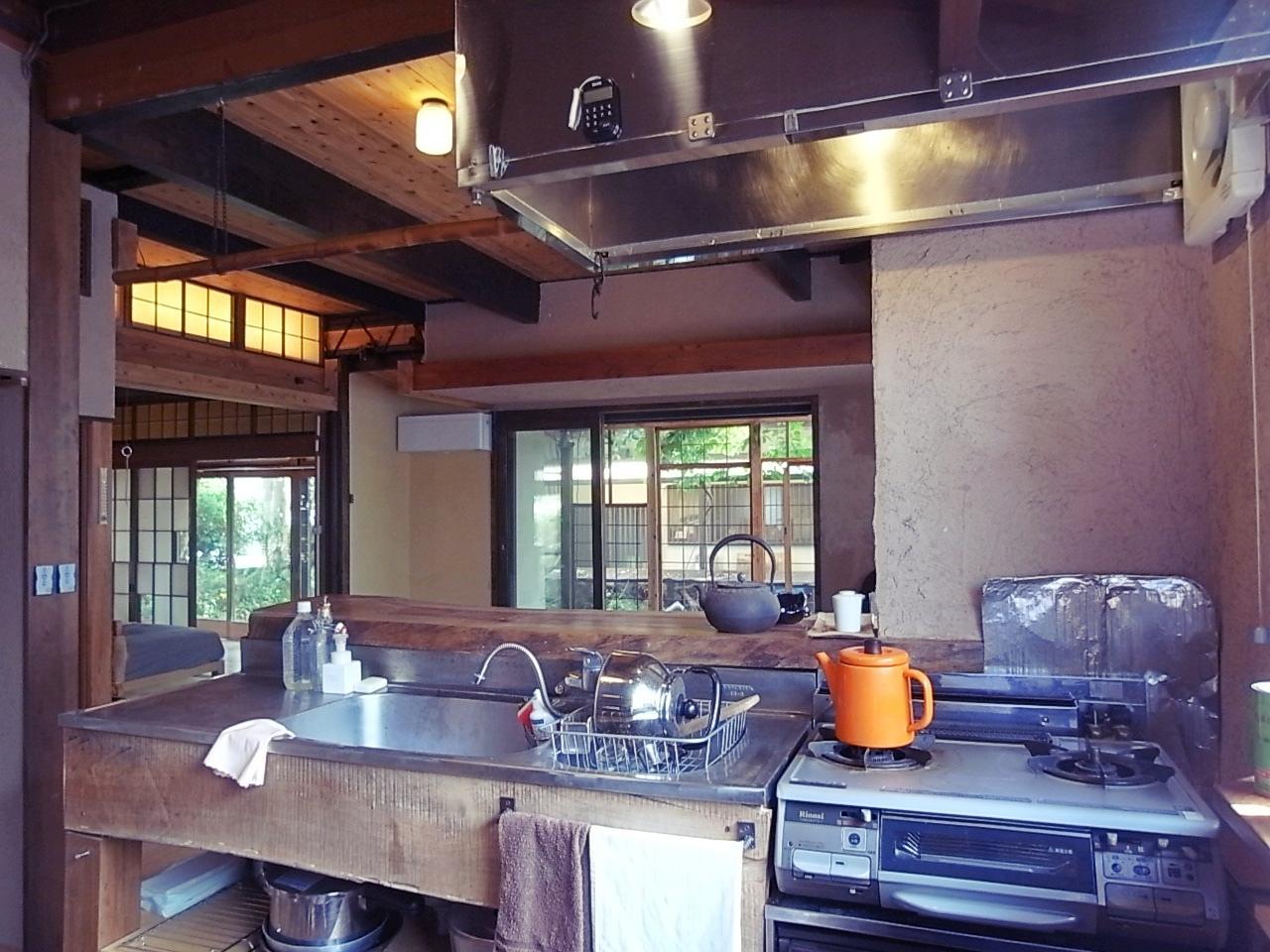 キッチンは少し高さがあるので、必要あれば調整を。