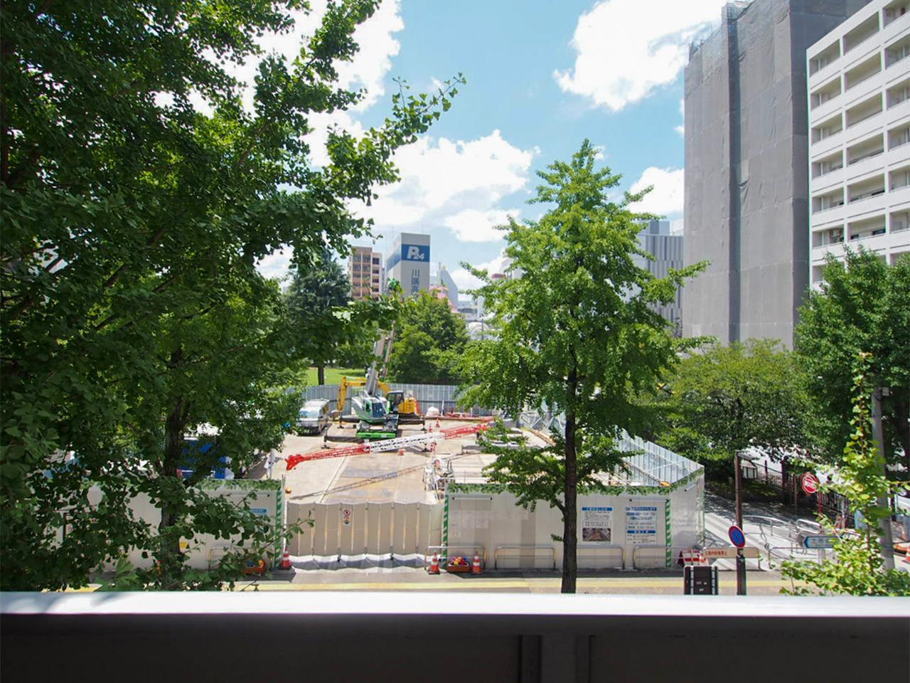 バルコニーからの眺望。公園は現在工事中。