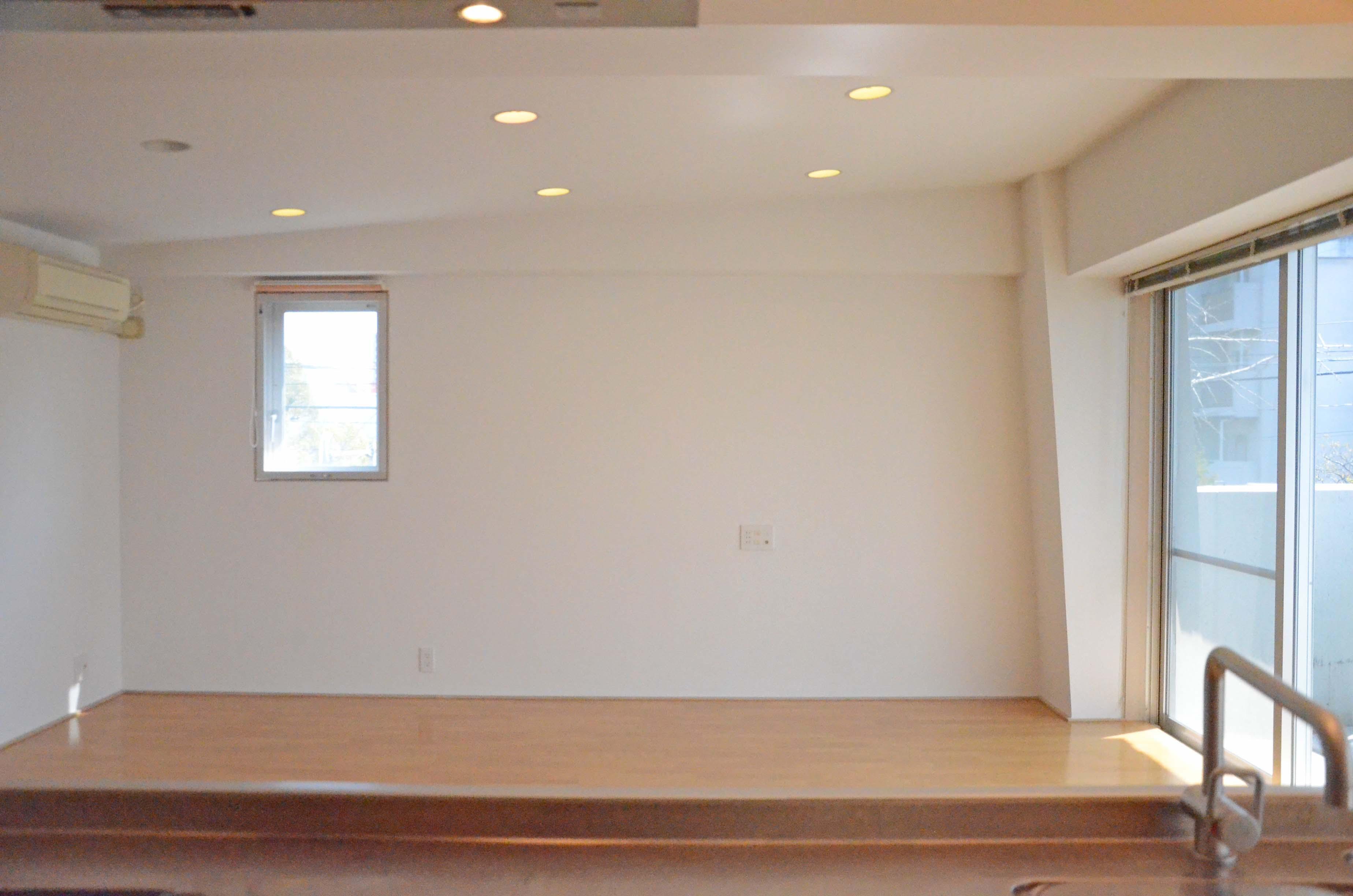 実は勾配のついた天井、ダウンライトの仕様です
