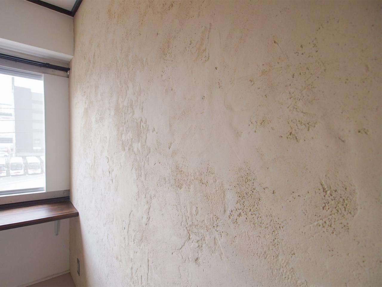 洋室は珪藻土の壁