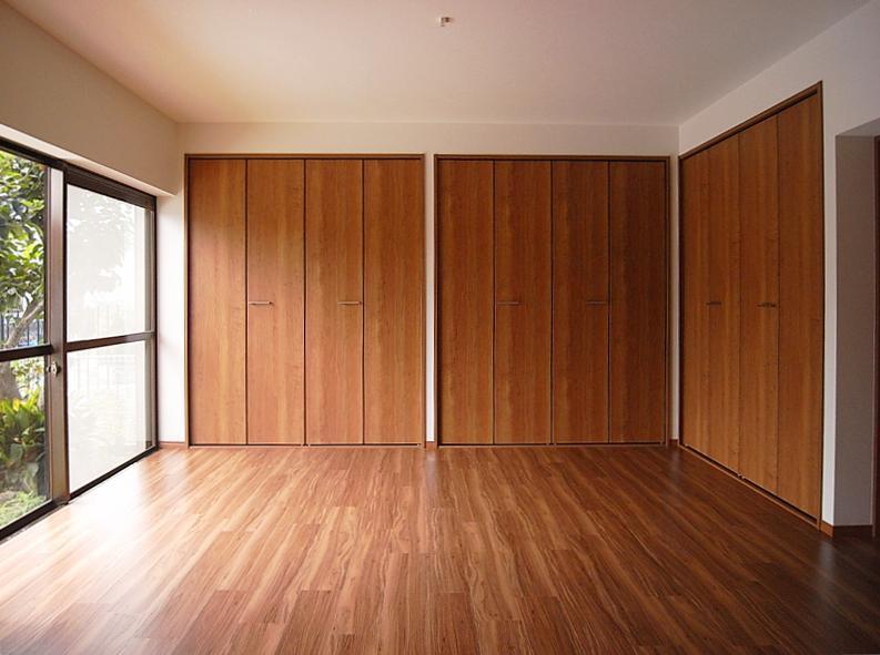 基本どの部屋も窓を大きく取ってるのでかなり明るい