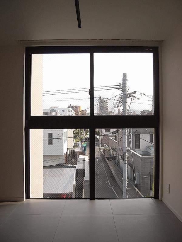 窓際に机を置くのもいいかも