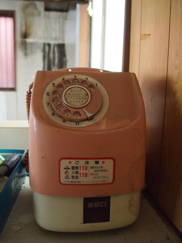 ピンク電話。僕でもギリギリの世代。ノスタルジー溢れる忘れ物。