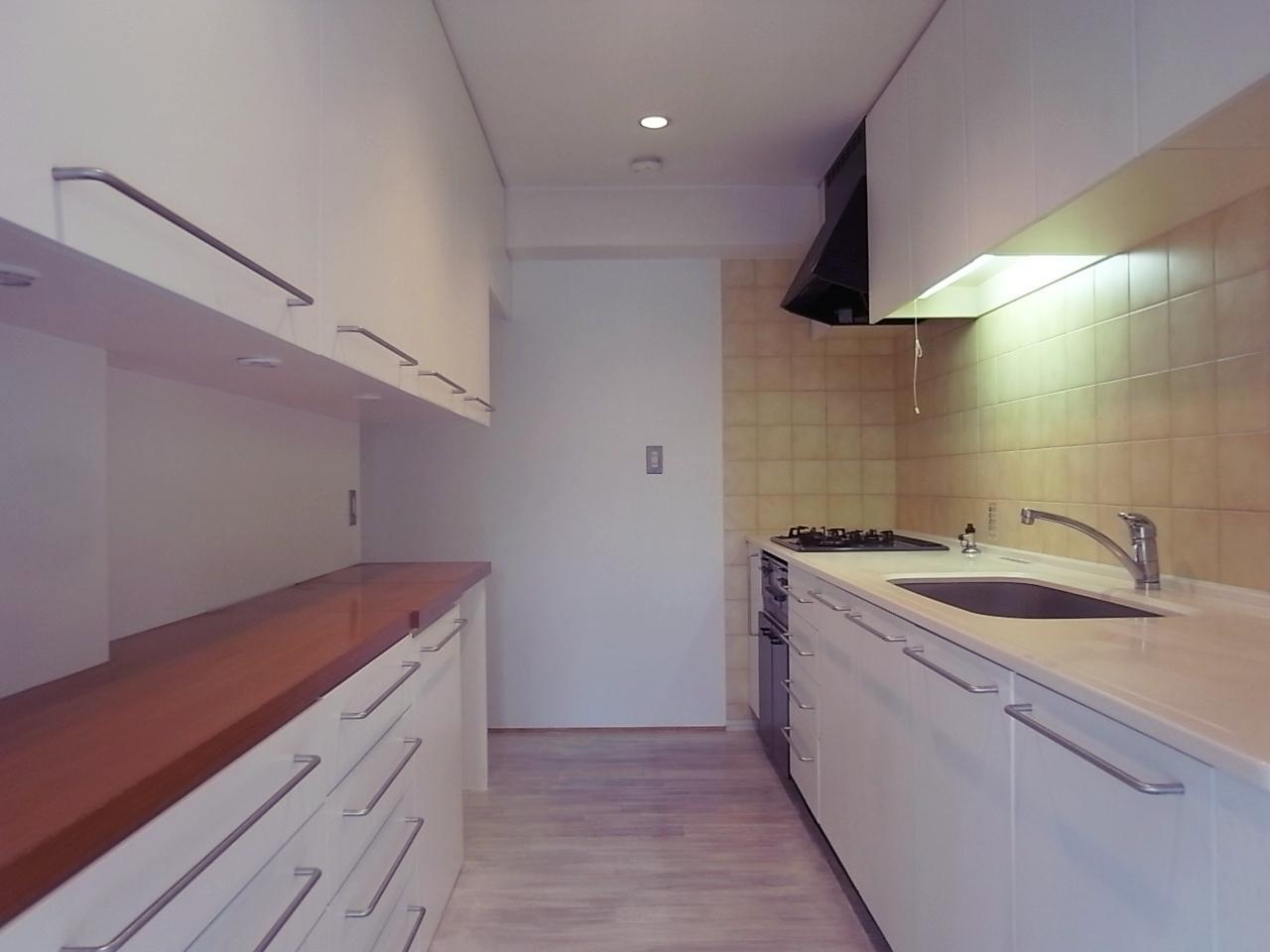 換気扇を新設したキッチン。かなりの広さ。