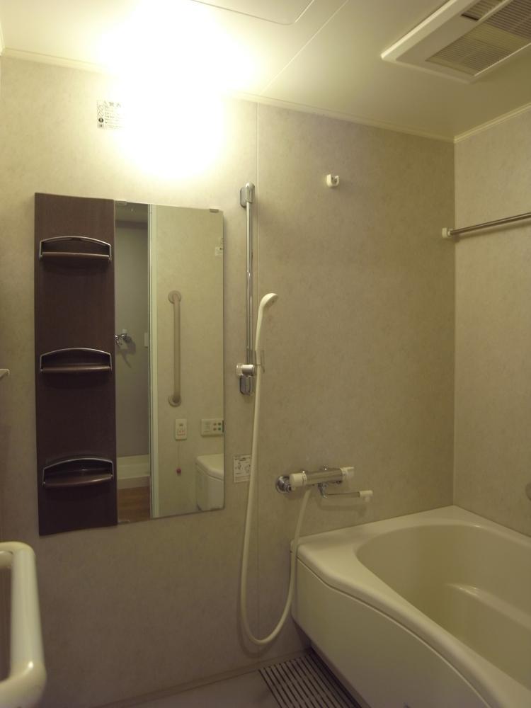 浴室は乾燥機付。