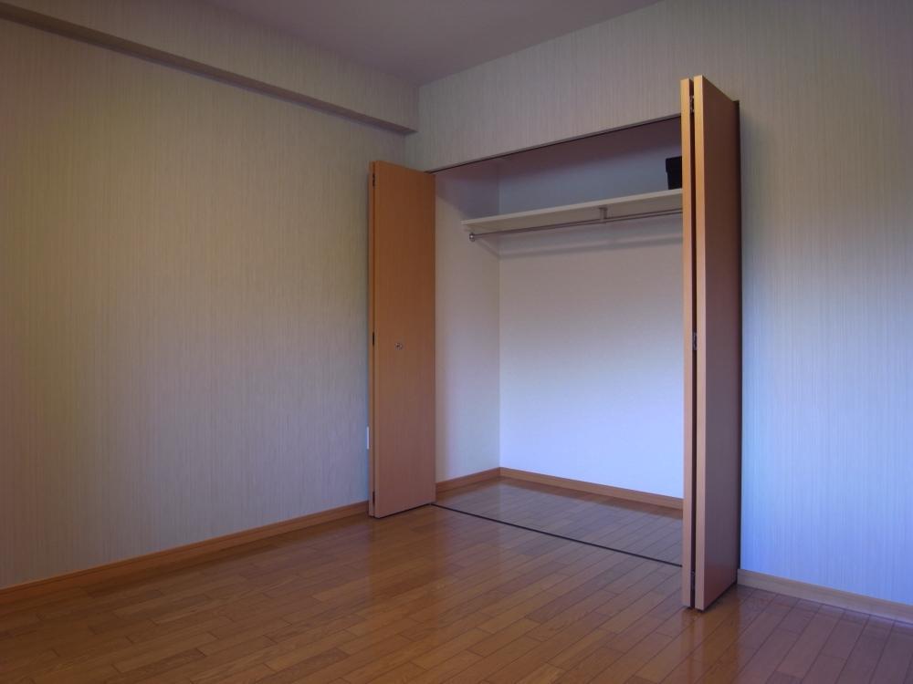 クローゼットは各部屋に。
